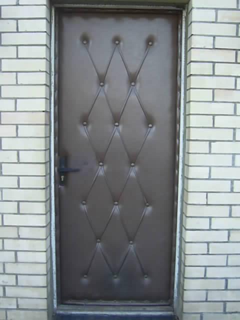 Обивка деревянной двери дермантином своими руками